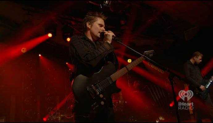 """Muse presentó """"Drones"""" en fiesta transmitida por internet"""