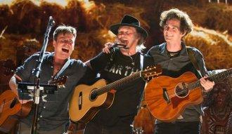 """Lukas y Micah Nelson junto a Neil Young en la grabación de """"Monsanto Years"""""""