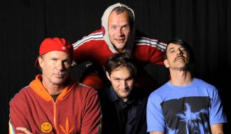 "Red Hot Chili Peppers presenta su onceavo disco de estudio ""The Getaway"""